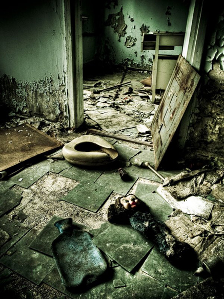 chernobyl-today-a-creepy-story-told-in-pictures-hospital1.jpg